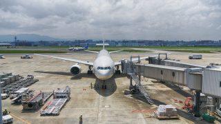 海外旅行での長距離飛行機、機内で有意義に過ごす方法を紹介